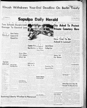 Primary view of object titled 'Sapulpa Daily Herald (Sapulpa, Okla.), Vol. 47, No. 31, Ed. 1 Tuesday, October 17, 1961'.