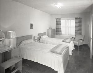 Primary view of object titled 'Odom's Hotel Courts'.
