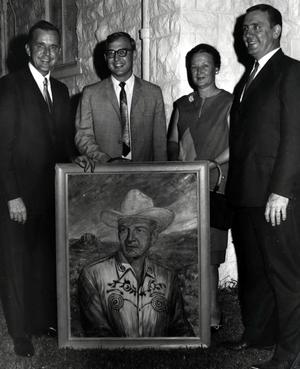Primary view of object titled 'Picture of Hardy Murphy surrounded by Gov.'.