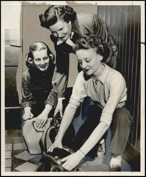 Primary view of object titled '[Photograph 2012.201.B0243.0432]'.