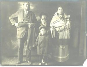 Primary view of object titled 'Unknown Indian family.'.