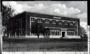 Primary view of object titled 'Wantland Hall at Central State Normal College in Edmond, Oklahoma'.