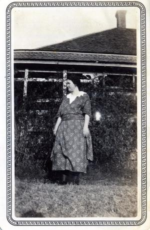 Primary view of object titled 'Unidentified woman'.